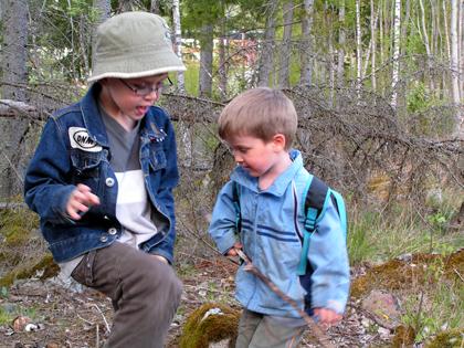 Linus och Oliver på väg mot cachen